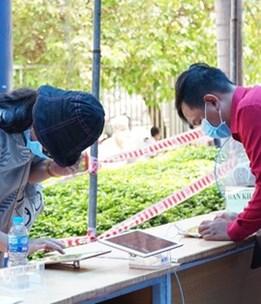 TP. Hồ Chí Minh hoàn tất việc lấy mẫu xét nghiệm tầm soát người về từ Đà Nẵng
