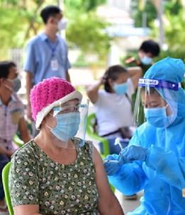Người trên 65 tuổi và người có bệnh lý nền được tiêm tại tất cả các cơ sở tiêm chủng cố định và lưu động