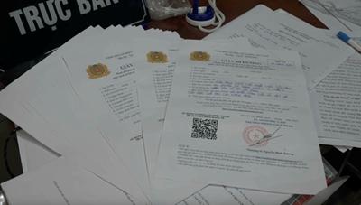 Công an TPHCM phá đường dây làm giả giấy đi đường, giấy xác nhận tiêm vaccine