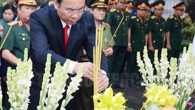 Dâng hương tưởng nhớ Chủ tịch nước, Đại tướng Lê Đức Anh