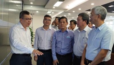 Phó chủ tịch UBND TPHCM Võ Văn Hoan thăm và kiểm tra công tác đảm bảo điện Tết tại EVNHCMC
