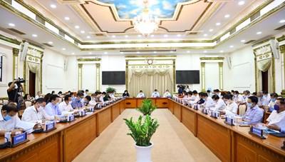 Hình ảnh cuộc họp về tình hình kinh tế - xã hội TPHCM tháng 4/2021