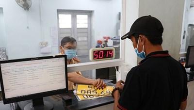 Hơn 50.000 xe đăng ký kinh doanh vận tải chưa đổi biển số vàng ở TPHCM