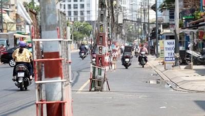 """Điện lực Tân Phú phản hồi thông tin về Trụ điện bị """"bỏ rơi"""" giữa đường Tô hiệu"""