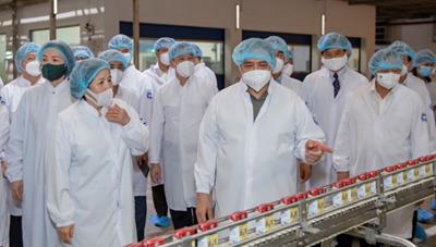 """Thủ tướng Chính phủ đánh giá cao mô hình """"Vừa sản xuất, vừa chiến đấu"""" của Vinamilk"""
