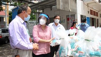 Gần 1,8 triệu túi an sinh được trao tới tay người dân TPHCM
