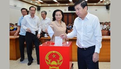 Lãnh đạo HĐND, UBND TPHCM quyên góp ủng hộ đồng bào miền Trung