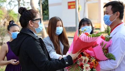 Bệnh nhân mắc Covid-19 xuất viện ở TP. Hồ Chí Minh: Xin cúi đầu cảm ơn các bác sỹ