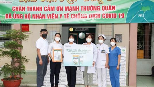 50.000 sản phẩm dinh dưỡng được Vinamilk ColosGold trao tặng cho con em y bác sĩ tuyến đầu