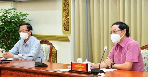 Lãnh đạo TPHCM gặp gỡ chuyên gia, nghe góp ý về phòng chống dịch và phục hồi kinh tế