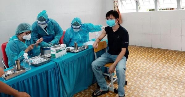 TPHCM: 68,7% người dân tiêm đủ 2 mũi vaccine phòng COVID-19