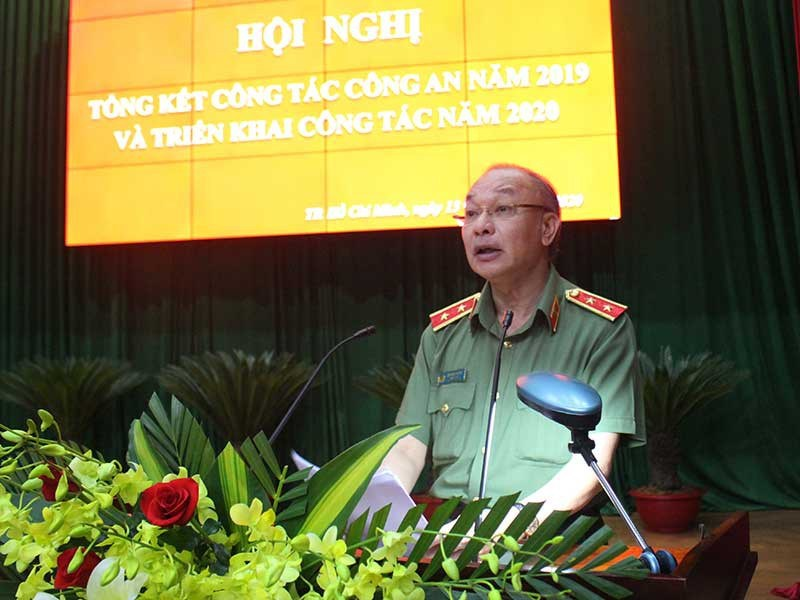 Trung tướng Lê Đông Phong, Giám đốc Công an TP.HCM, báo cáo tại hội nghị - Ảnh: báo Pháp Luật TP HCM