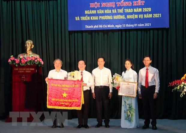 Sở Văn hóa và Thể thao nhận Bằng khen của Bộ trưởng Bộ Ngoại giao. (Ảnh: Thu Hương/TTXVN)