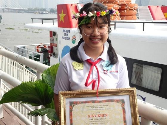 """Hội thi """"Văn hay chữ tốt"""" đã giúpLê Thảo Nguyên, học sinh lớp 9/3, Trường THCS Hoa Lư (quận 9) có thêm nhiều trải nghiệm và góc nhìn khác lạ về TPHCM"""