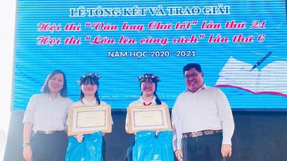 """Hai thí sinh đat giải nhất của hội thi """"Văn hay chữ tốt"""" lần thứ 21 năm học 2020-2021"""