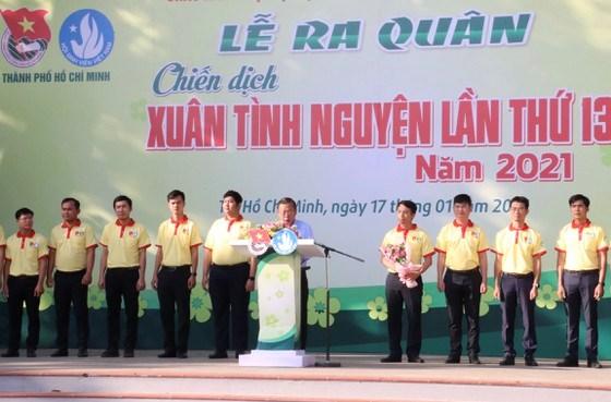 Trưởng Ban Dân vận Thành ủy TPHCM Nguyễn Hữu Hiệp phát biểu động viên các chiến sĩ