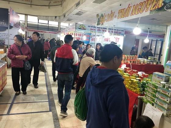 Các triển lãm, hội chợ thực phẩm, đặc sản cuối năm thu hút nhiều người dân quan tâm