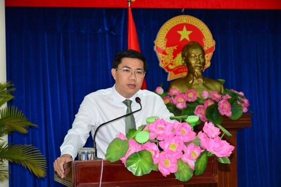 Chánh Văn phòng HĐND - UBND TP Thủ Đức Võ Tấn Quan phát biểu nhận nhiệm vụ. Ảnh: KIỀU PHONG