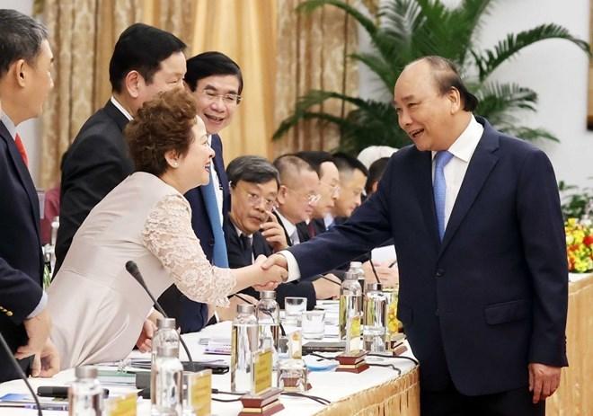 """Thủ tướng Nguyễn Xuân Phúc với các đại biểu dự cuộc """"Đối thoại 2045."""" (Ảnh: Thống Nhất/TTXVN)"""