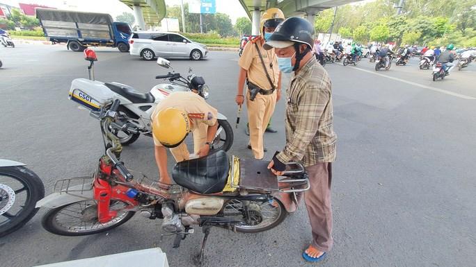 Gần 200 xe cà tàng, xe tự chế không đảm bảo an toàn tham gia giao thông đã bị tịch thu, xử lý trong sáng 15/3.