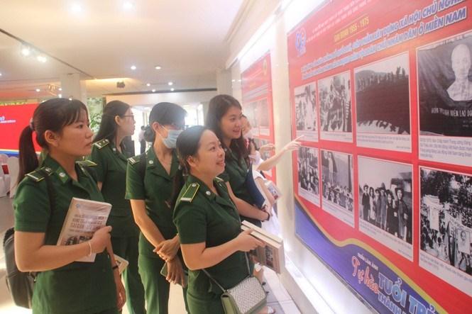 Triển lãm hình ảnh về tổ chức Đoàn TNCS Hồ Chí Minh và Lực lượng TNXP