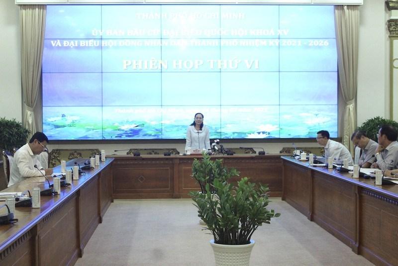 Bà Nguyễn Thị Lệ, Phó Bí thư Thành uỷ,Chủ tịch Uỷ ban bầu cử TP.HCM chủ trì phiên họp. Ảnh: LÊ THOA