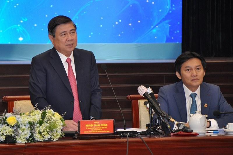 Chủ tịch UBND TP.HCM Nguyễn Thành Phong phát biểu tại buổi gặp gỡ, đối thoại. Ảnh: PHƯƠNG THÙY