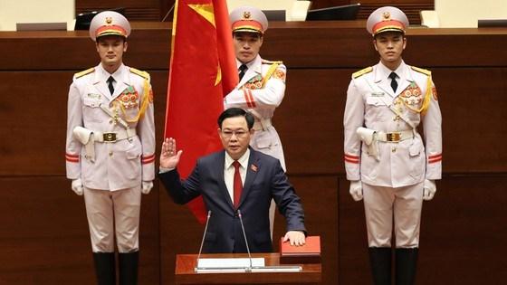 Chủ tịch Quốc hội Vương Đình Huệ tuyên thệ. Ảnh: QUANG PHÚC