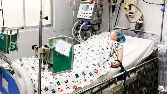 Bệnh nhi ngộ độc pate chay được điều trị tại Bệnh viện Nhi đồng 2