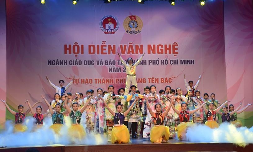 Tiết mục tham gia Hội diễn của Trường THPT Trần Phú. Ảnh: Công Chương.