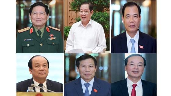 Trình Quốc hội miễn nhiệm một Phó Thủ tướng và 12 Bộ trưởng   - Ảnh 1