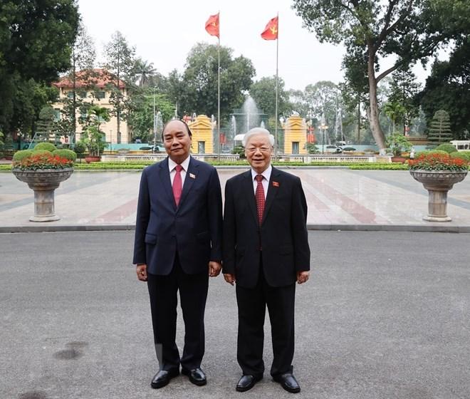 Tổng Bí thư Nguyễn Phú Trọng và Chủ tịch nước Nguyễn Xuân Phúc dự Lễ bàn giao.(Ảnh: Trí Dũng/TTXVN)