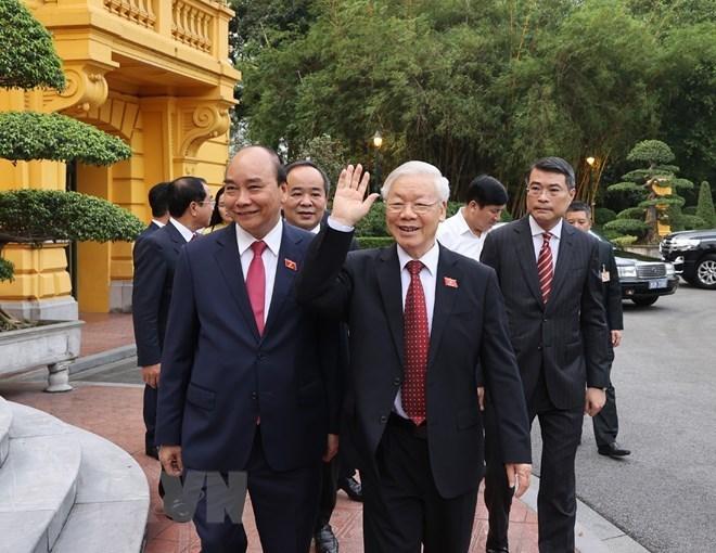 Tổng Bí thư Nguyễn Phú Trọng và Chủ tịch nước Nguyễn Xuân Phúc đến dự Lễ bàn giao.(Ảnh: Trí Dũng/TTXVN)