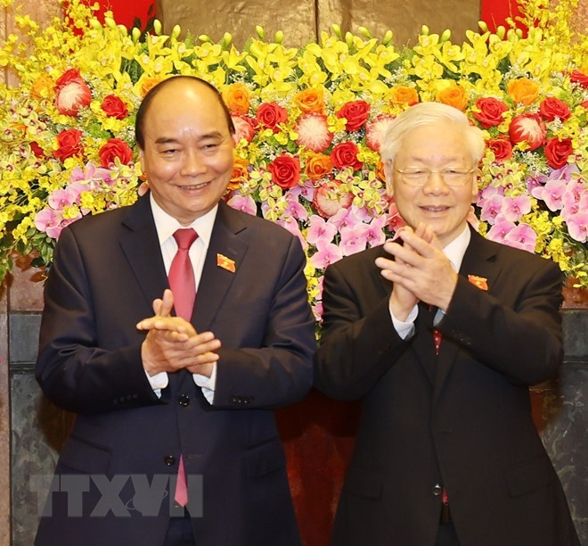 Tổng Bí thư Nguyễn Phú Trọng và Chủ tịch nước Nguyễn Xuân Phúc tại Lễ bàn giao. (Ảnh: Trí Dũng/TTXVN)