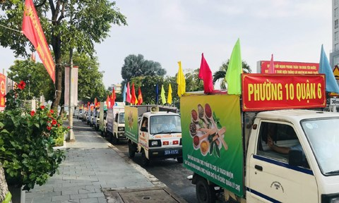 6 xe loa tuyên truyền Phát động Tháng hành động vì an toàn thực phẩm năm 2021 xuất phát, chạy quanh mộtsố tuyến đường chính trên địa bàn TPHCM