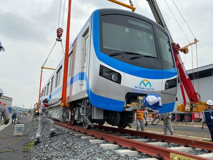 Đoàn tàu metro 1 về TP HCM tháng 10-2020 (Ảnh: MAUR)