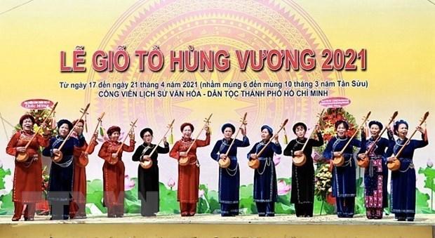 Tiết mục hát quan họ đến từ Đội văn nghệ, Hội Cựu Chiến binh quận Tân Phú. (Ảnh: Thu Hương/TTXVN)