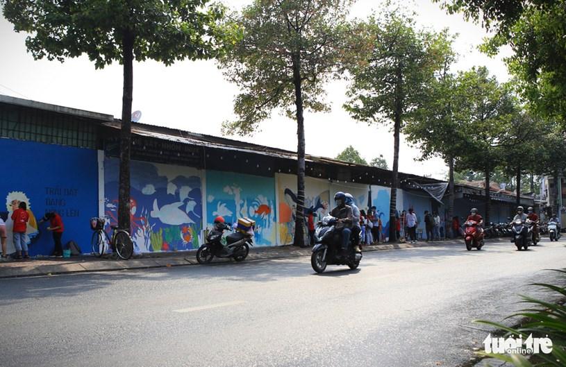 """Mảng tường được các bạn sinh viên """"khoác áo mới"""" trên đường Hoàng Sa (phường 11, quận 3, TP.HCM)"""