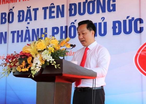 Chủ tịch UBND TP Thủ Đức Hoàng Tùng phát biểu tại lễ gắn tên đường