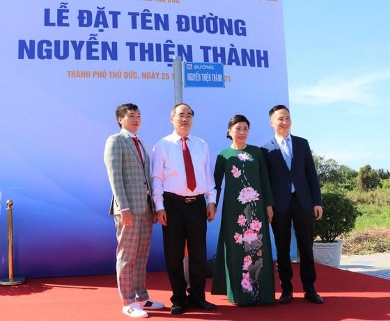 Gia đình Giáo sư Nguyễn Thiện Thành tại con đường mang tên ông