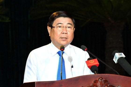 Chủ tịch UBND TPHCM Nguyễn Thành Phong phát biểu tại buổi họp mặt. Ảnh: VIỆT DŨNG