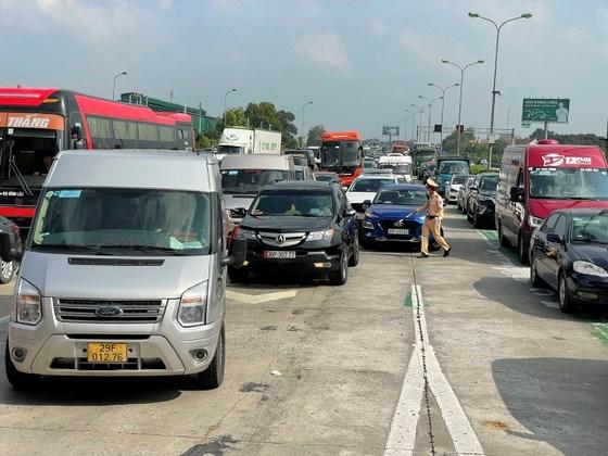 CSGT phân làn đường tại cửa ngõ vào TP Hà Nội