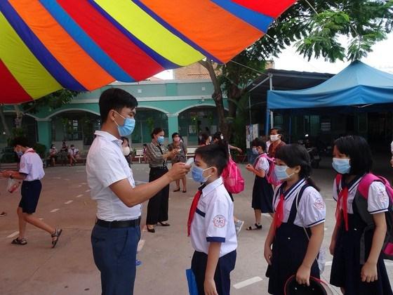 Thực hiện các biện pháp phòng chống dịch bệnh tại Trường Tiểu học An Hội (quận Gò Vấp)