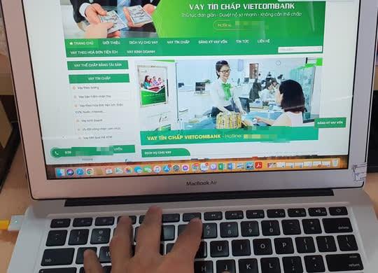 Một trang web nhái thương hiệu Vietcombank để mời vay tín chấp