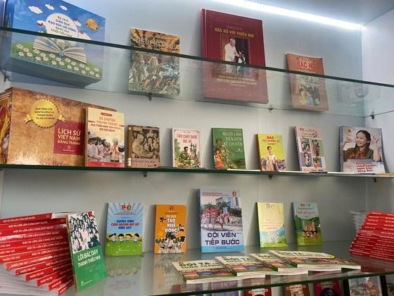 Nhiều đầu sách về Chủ tịch Hồ Chí Minh