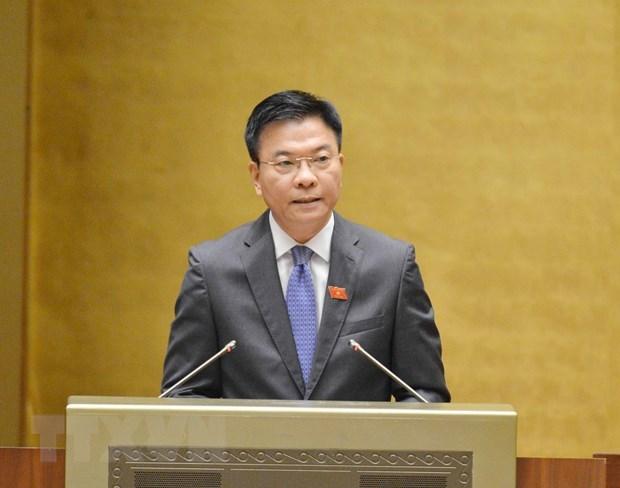 Bộ trưởng Bộ Tư pháp Lê Thành Long giải trình làm rõ vấn đề. (Ảnh: Phương Hoa/TTXVN)