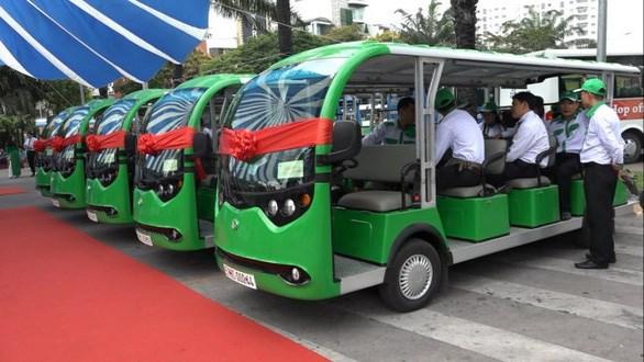 Xe buýt điện thêm một sự lựa chọn đi lại cho người dân, du khách - Ảnh: CHẾ THÂN