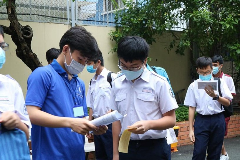 Thí sinh tham dự kỳ thi vào lớp 10 Trường Phổ thông Năng khiếu (thuộc ĐHQG TPHCM) ngày 26/5