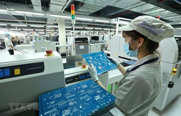 Dây chuyền sản xuất sản phẩm thiết bị đầu cuối. (Ảnh: Minh Quyết/TTXVN)