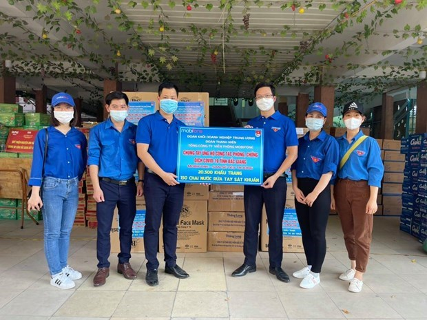 Đoàn thanh niên Tổng công ty MobiFone ủng hộ khẩu trang và nước rửa tay sát khuẩn cho tỉnh Bắc Giang. (Ảnh minh hoạ. Nguồn: MobiFone)